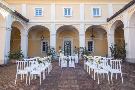 Matrimonio con rito civile cortile interno Antica Tenuta Pegazzera - Location per matrimoni colline Oltrepò Pavese